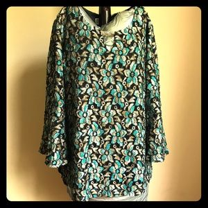 JM Collection Sz medium floral top bell sleeves